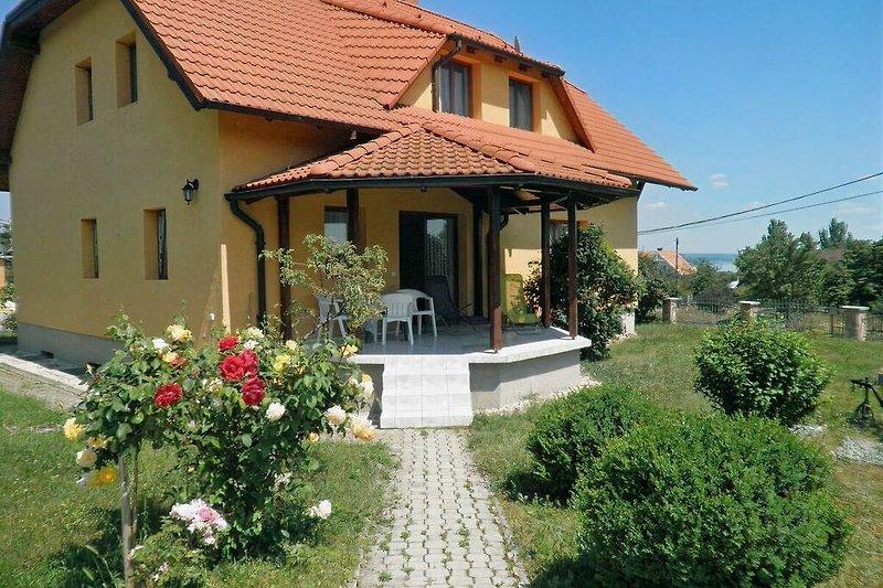 Haus u. Terrasse