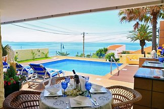 2 bedroom and 2 bathroom charming vila with sea views, private swimming pool, completely renovated, 5 to 10 minutes walk from all amenities