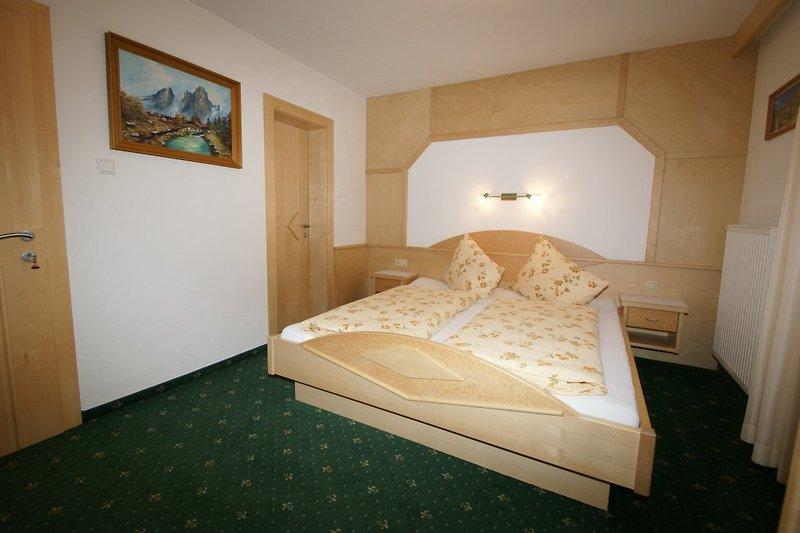 Zimmer mit DU-WC Wohnung 1