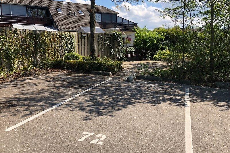 Parkplatz voren am Haus