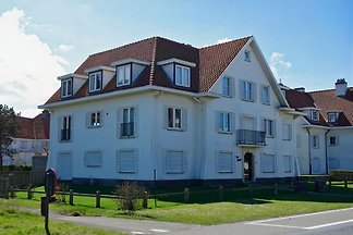 Big 3 Bedroom apartment 100m from beach for max 7 people in historic Belle Epoque part of De Haan (Concession). WIFI. Garage.