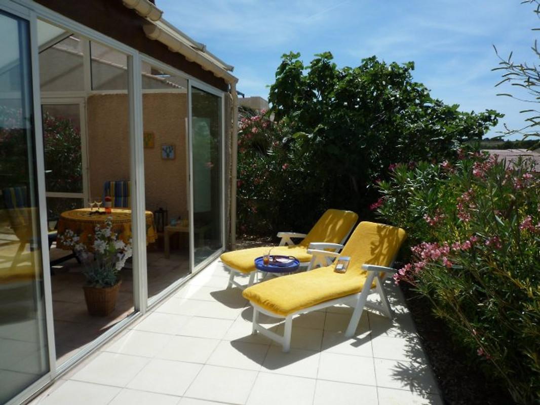 Villa sur la colline maison de vacances narbonne plage for Accessoire piscine narbonne
