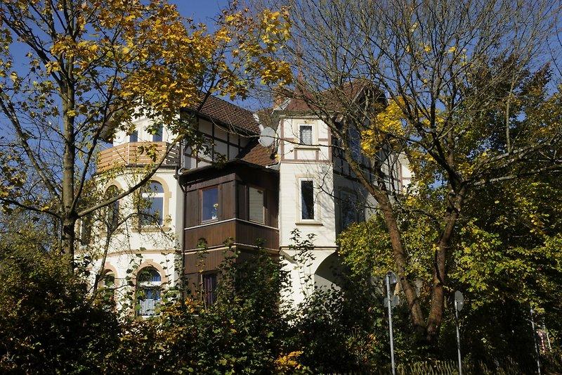 Villa Haus Hoheneck im Herbst