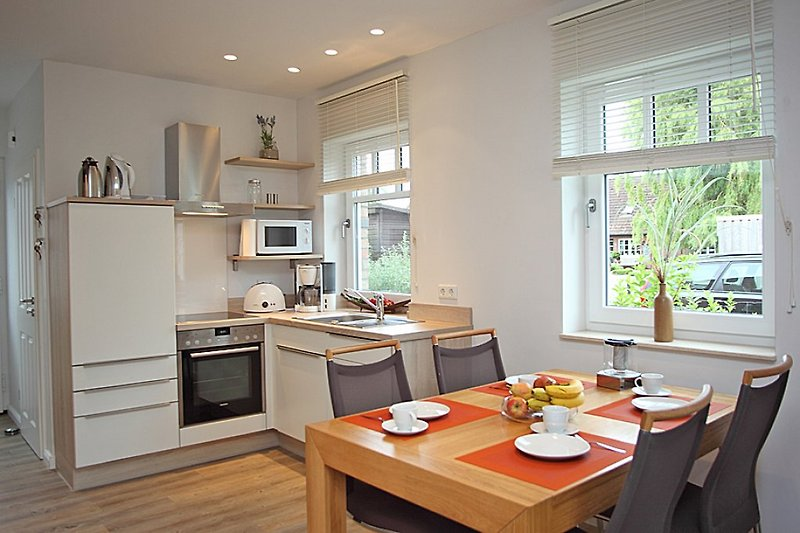 Küche und Esstisch