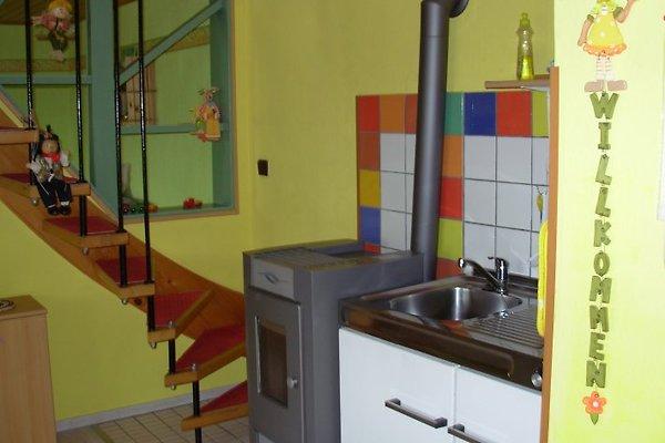 Küche mit Pelletsofen u. Treppe zu den Schlafzimmern