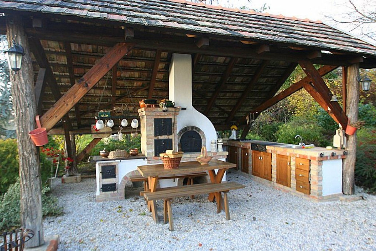 Außenküche Mit Pizzaofen : Balaton nordufer de wijnrank ferienhaus in hegymagas mieten