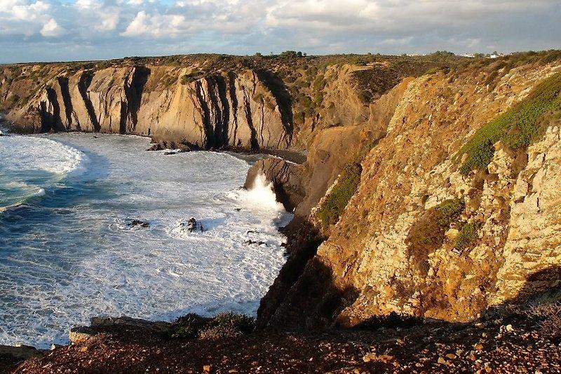 Steilküste vor dem Haus