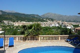 Moderne Villa mit Pool und Ausblick