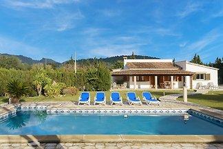 Villa mit Pool und großer Veranda