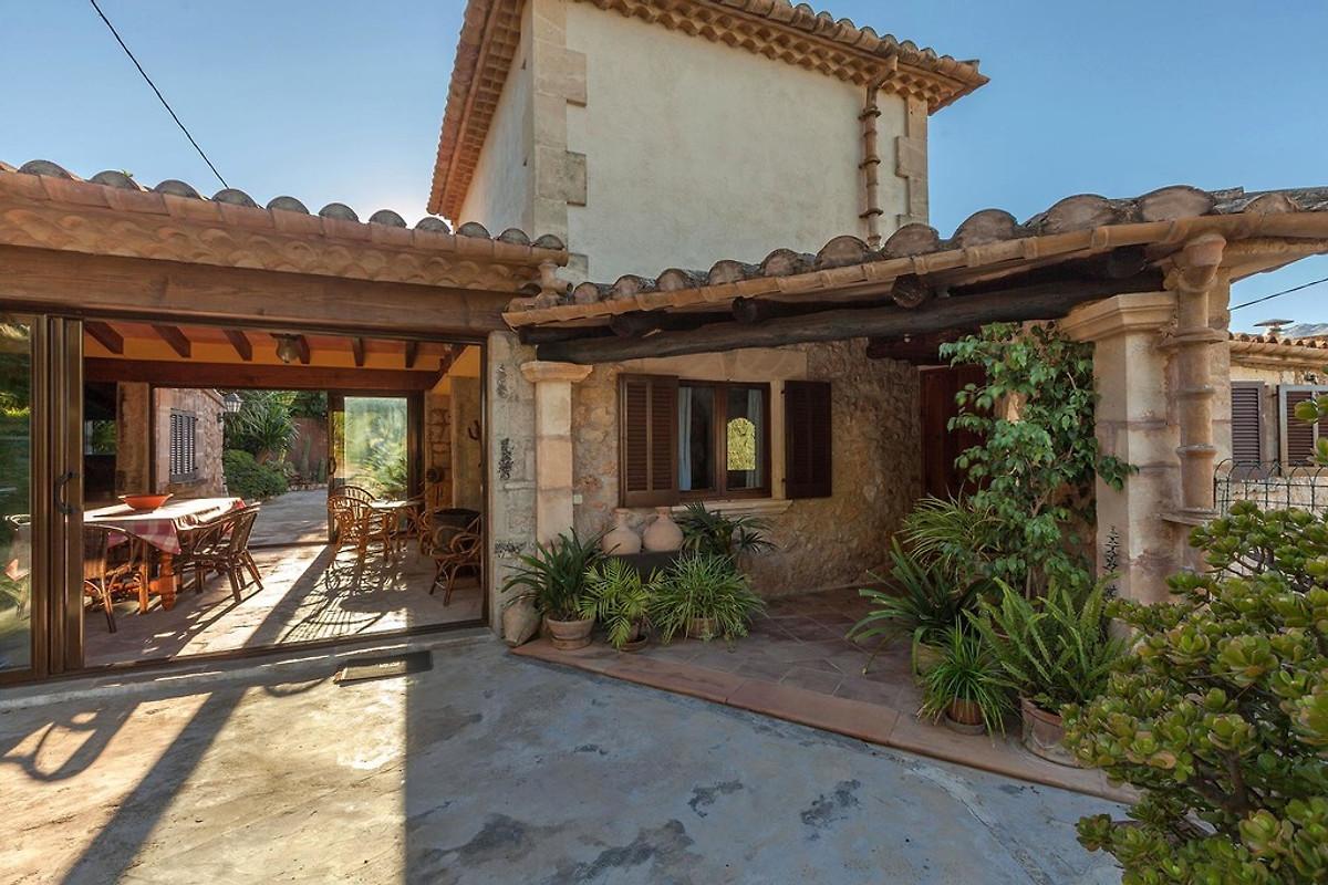 Moderne Sommerküchen : Moderne villa mit ausblick ferienhaus in pollença mieten