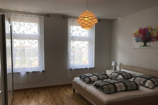 großes Doppelbett(181x210)