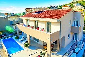 ✯✯✯✯  Villa Leonore