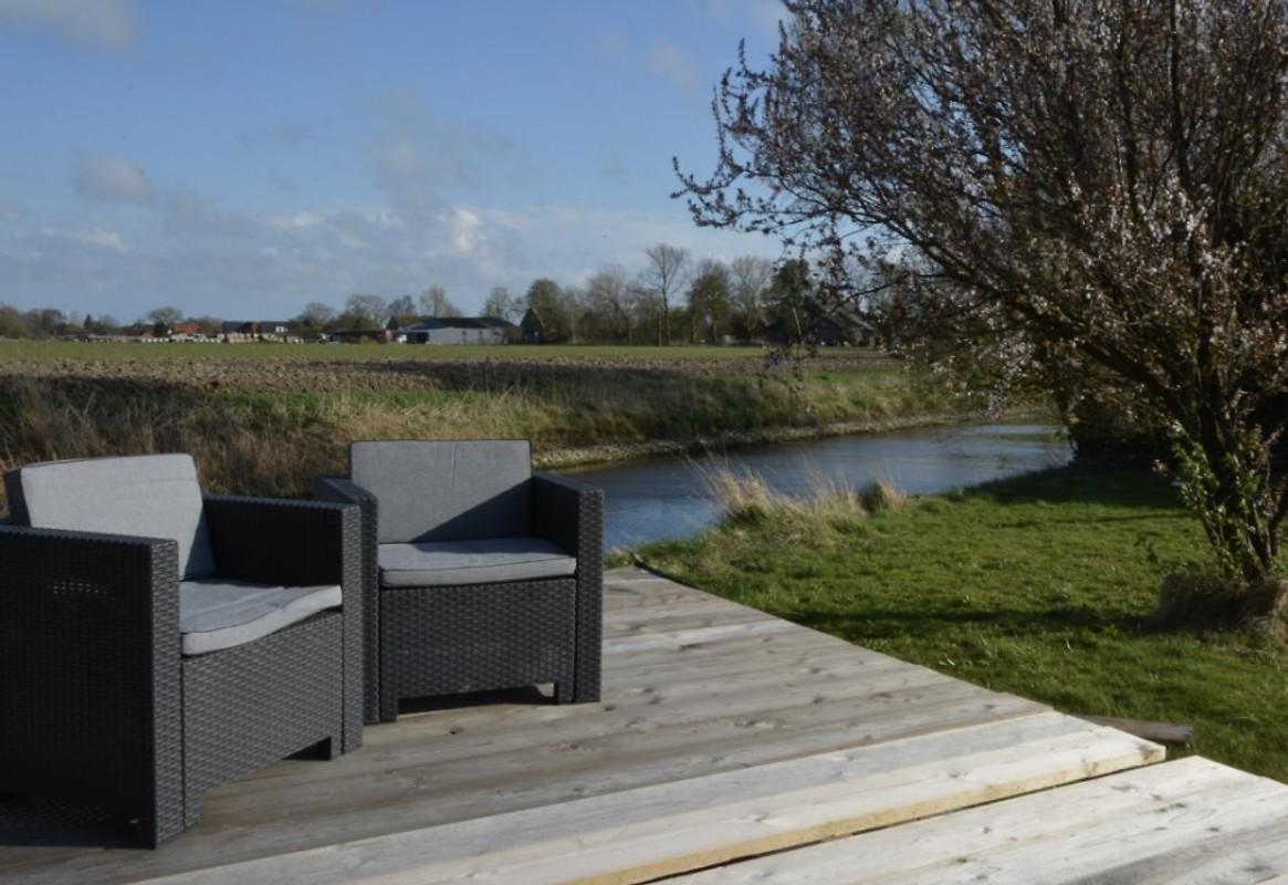 komforthaus mit garten am wasser ferienhaus in friedrichskoog mieten. Black Bedroom Furniture Sets. Home Design Ideas