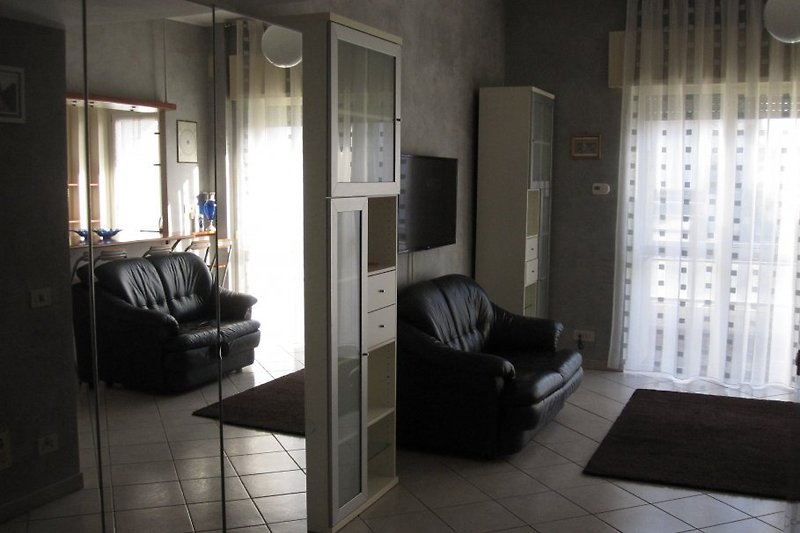 lory 39 s wohnung in rom ostia lido ferienwohnung in lido di ostia mieten. Black Bedroom Furniture Sets. Home Design Ideas