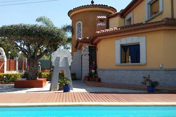 Villa Flora Pineda de Mar in Pineda de Mar - picture 1