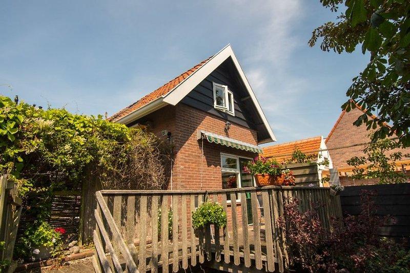 Pittoresk landelijk huisje in Domburg, 200 m. van zee.