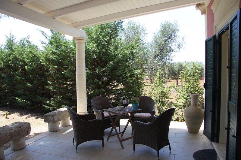 Veranda mit Blick auf die Olivenhaine