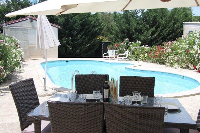 Villa mit geplagten Essen am  Pool
