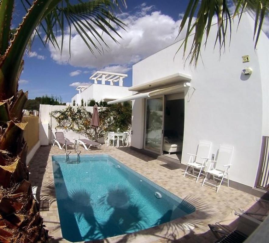 Villa moderne avec piscine privee maison de vacances a for Belle piscine de particulier 10 accueil location de villa en guadeloupe