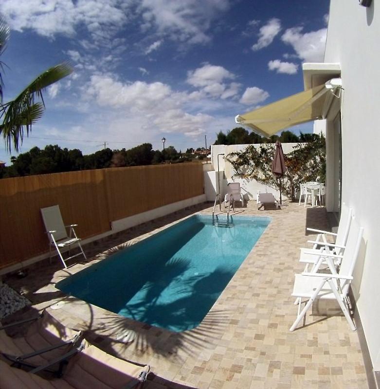 Villa moderne avec piscine priv e maison de vacances for Villa de vacances avec piscine privee