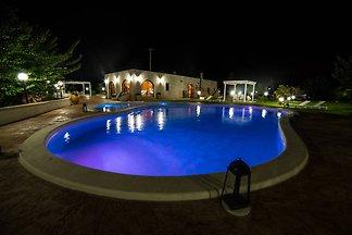 villa trullo con piscina oldfactory