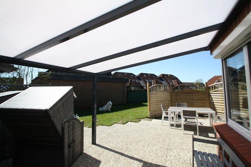 Garten mit Terrassenüberdachung 5 x 3 m + Grillkamin