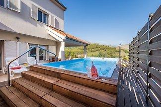Nouveau! Superbe villa avec piscine chauffée