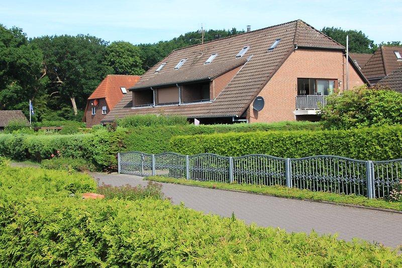 Gepflegte Anlage in der ruhigen Spielstraße: Terrasse Garten unten links
