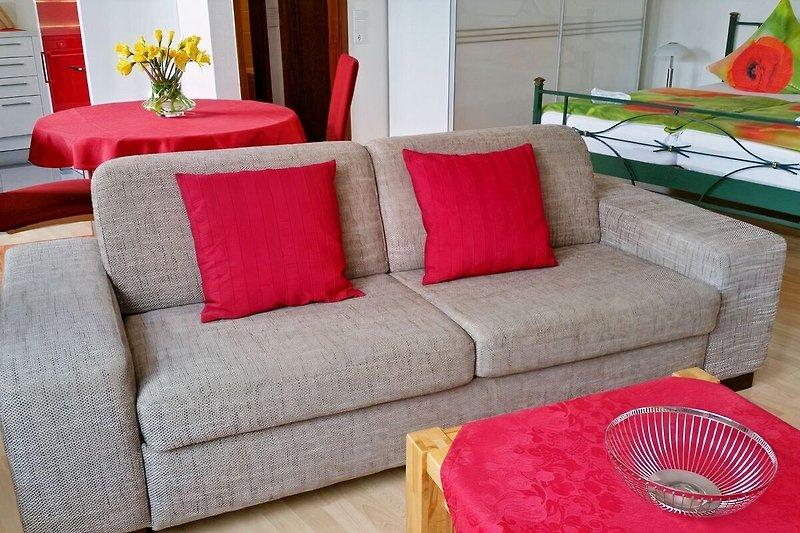Wohnbereich mit Schlafcouch für einen zusätzlichen Gast