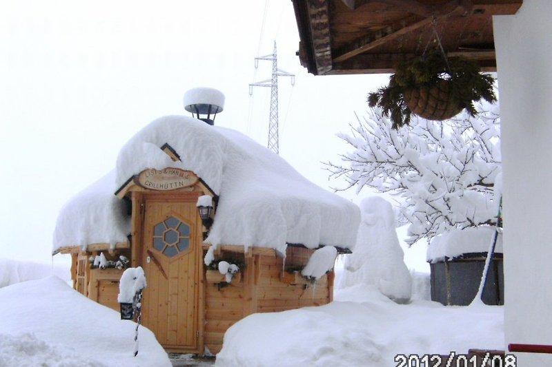 die Grillhütte im tiefen Winter