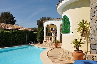 Fantastic holiday home with pool, 5 minutes walk to 2 fantastic beaches.