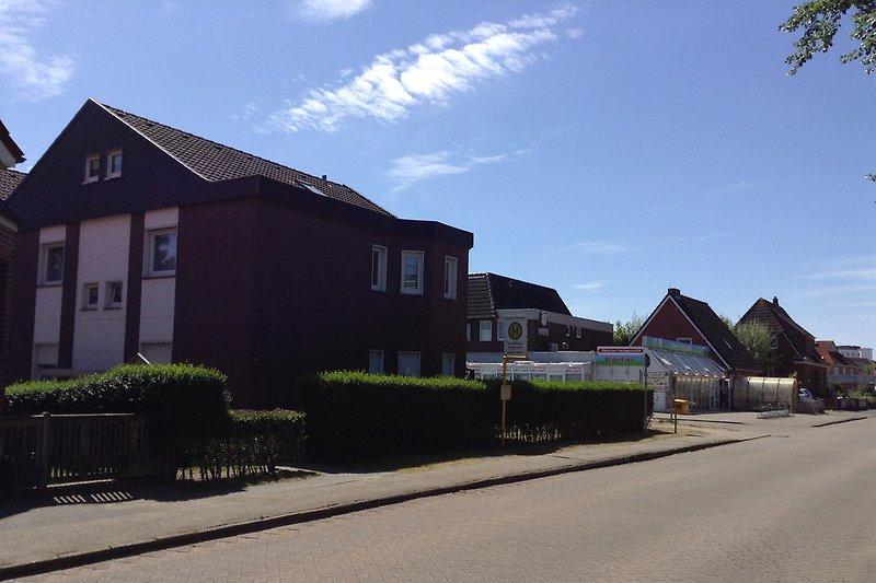 Haus Norderoog rechts Spargeschäft, usw.
