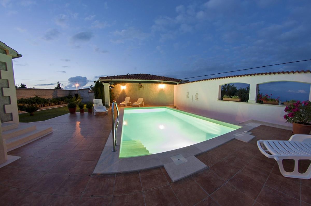 Villa, Pool, 3 Schlafzimmer Und Meerblick   Ferienhaus In Novo Selo Mieten