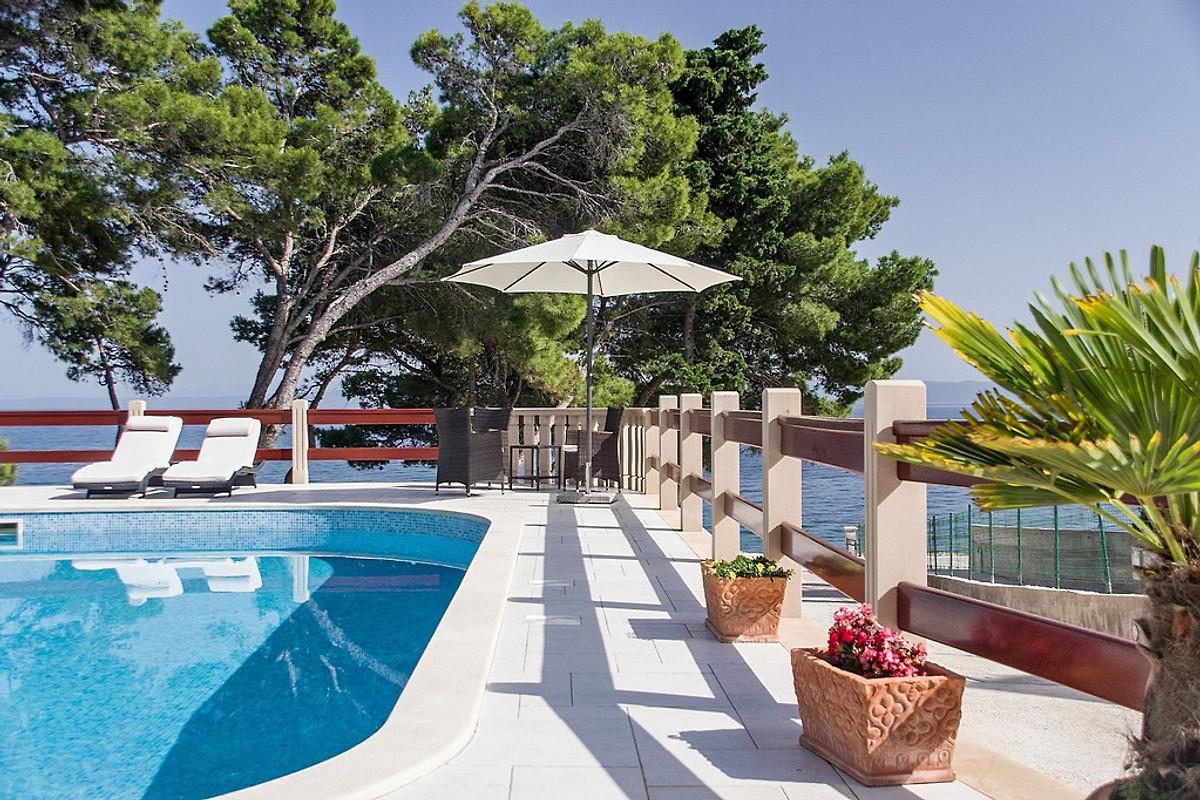 super carino vasta selezione nuovo elenco Appartamenti fronte mare e piscina in Sumartin - Sig. T. Pet.
