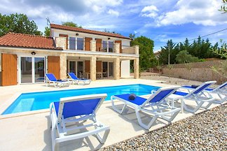 Villa Zala mit beheiztem Pool