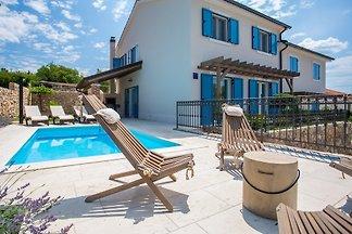Villa Tana con piscina, barbecue, SUP, ruote
