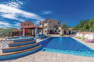 Villa mit Pool, Jacuzi & Sauna