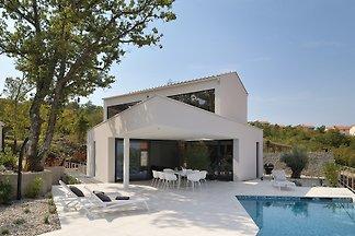 Moderne uitzicht op zee villa met zwembad