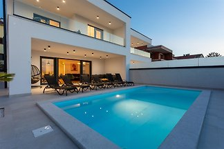Villa Manhattan mit Pool am Meer