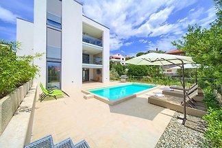 Villa Celeia-Luxus FeWo 3 mit Pool