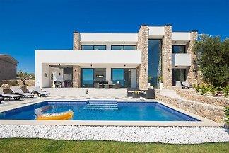 Moderne Villa mit Pool & Meerblick