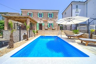 Villa with heated pool & sea view