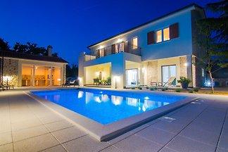 Villa Cedar avec piscine et cuisine d'été