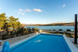 Villa Beach Ema mare con piscina