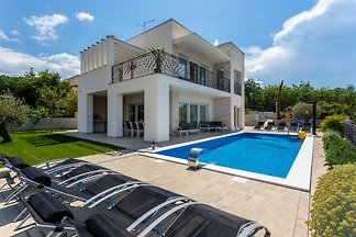 Villa Zarra with Pool,Jacuzzi,Sauna