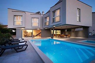 Villa Lanterna mit Pool