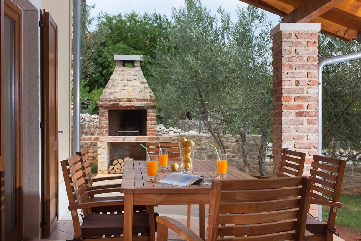 romantische villa rustica mit pool ferienhaus in su an mieten. Black Bedroom Furniture Sets. Home Design Ideas