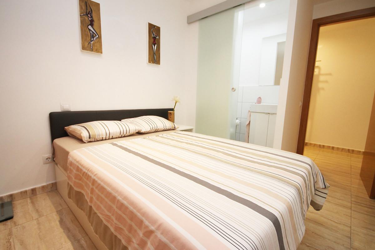 appartement au rez de chauss e moderne appartement maspalomas louer. Black Bedroom Furniture Sets. Home Design Ideas