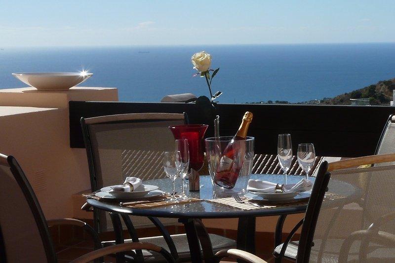 Balkon mit Panoramameerblick