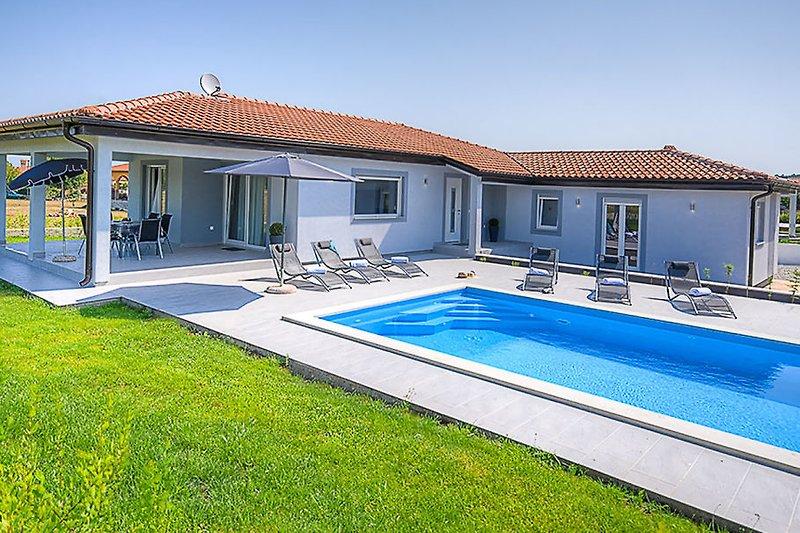 Villa Lovre - Modern Villa mit Pool
